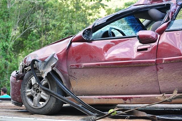 Autounfall durch Ablenkung: Was dagegen tun?